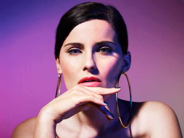 Nelly-furtado-big-hoops